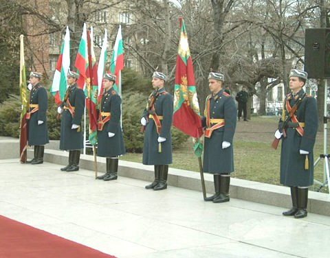 flags_soldiers_3march2002.jpg