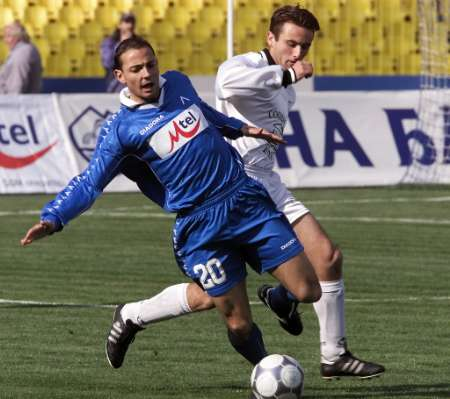 slavia_vs_levski_soccer_31march2002.jpg