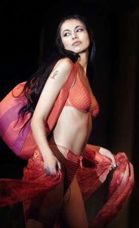 swimsuit_bg-fashion_29march2002.jpg